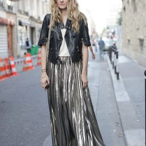 Metallic pleated skirt paris-street-style