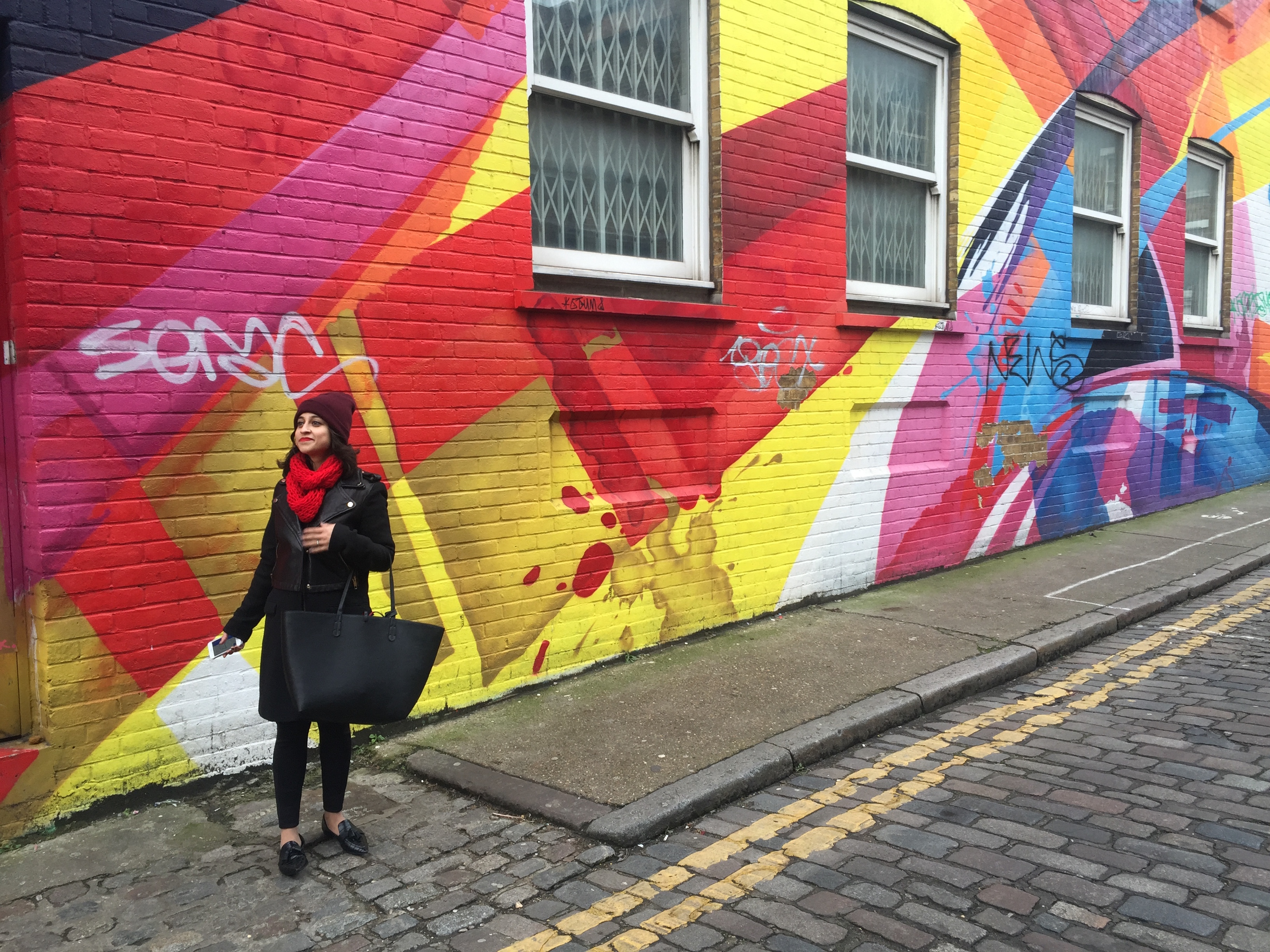 Fashion Blogs Shoreditch graffiti all black outfit OOTD