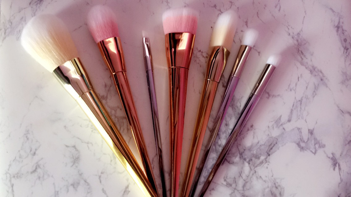 metallic-makeup-brushes